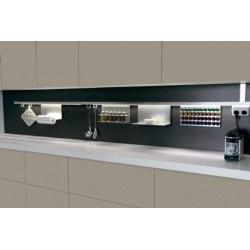Porte rouleau aluminium sur crédence de cuisine